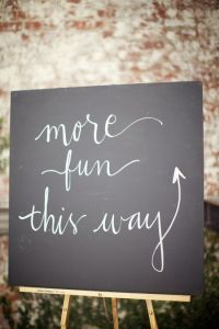 tableau-signalétique-mariage-more-fun-this-way